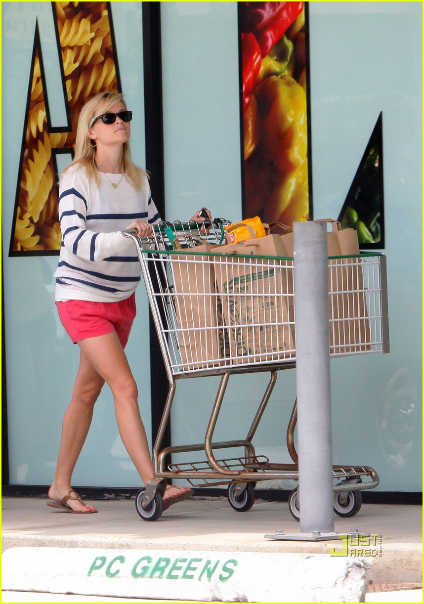 reese witherspoon jim toth deacon ava beach 20