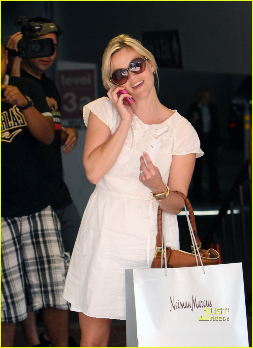 reese witherspoon neiman marcus shopping 052558714
