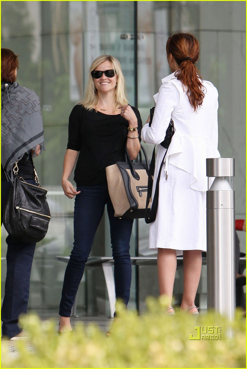 reese witherspoon jim toth visit 172560816
