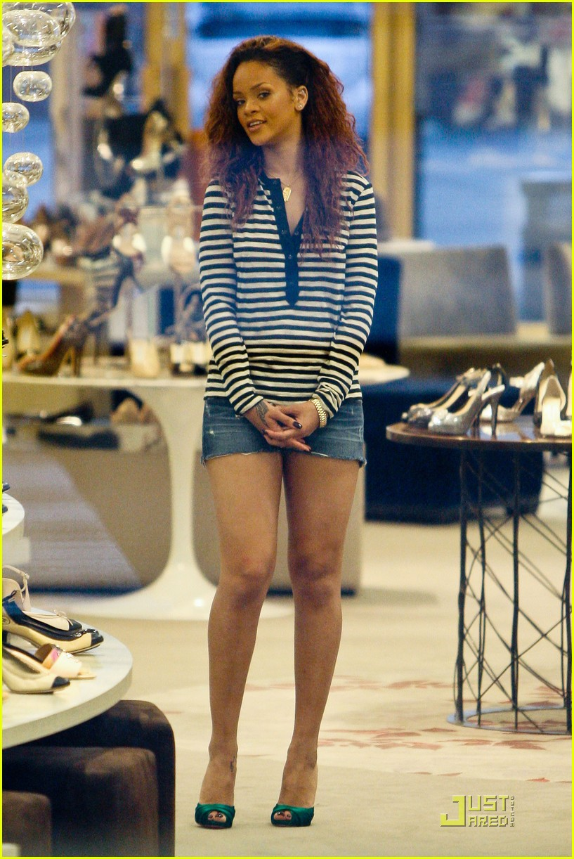 rihanna saks fifth avenue shopper 07
