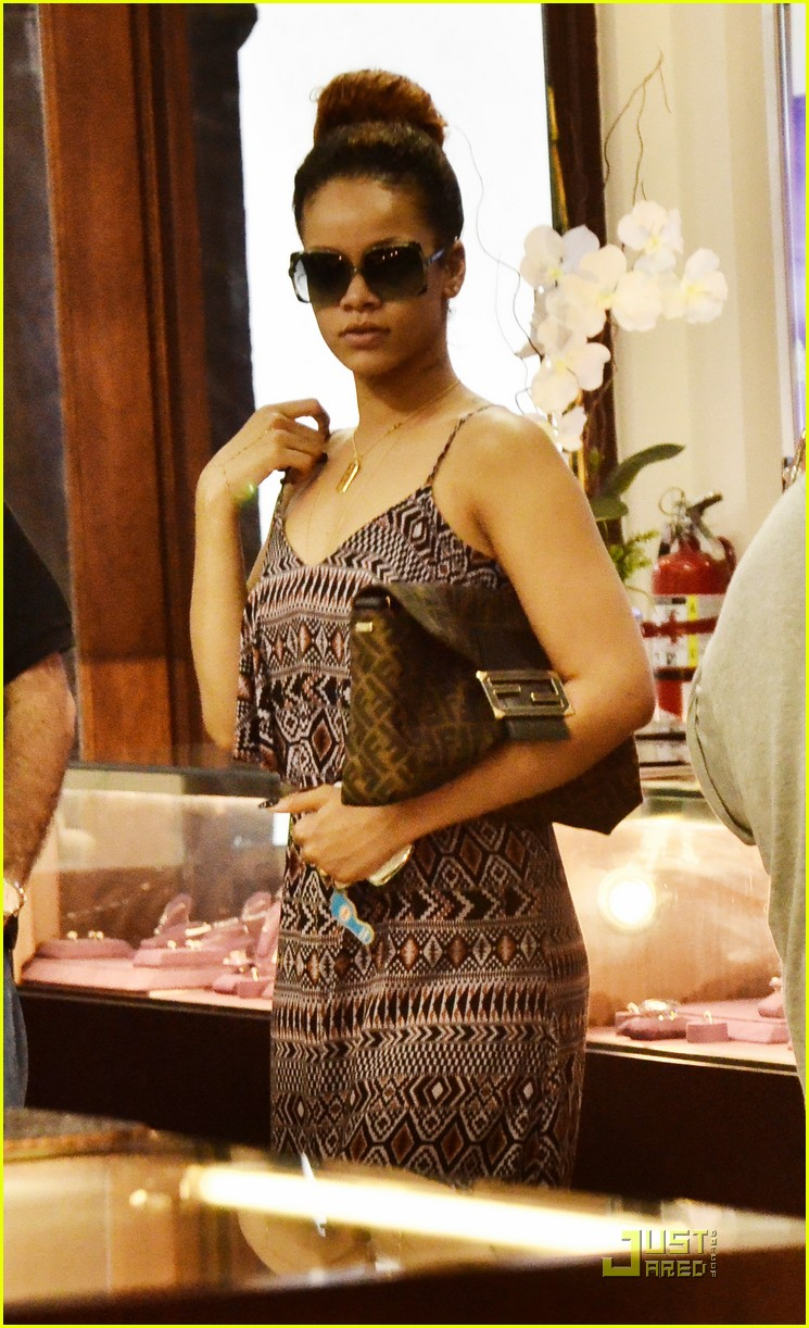 rihanna shops with family in barbados 022565340