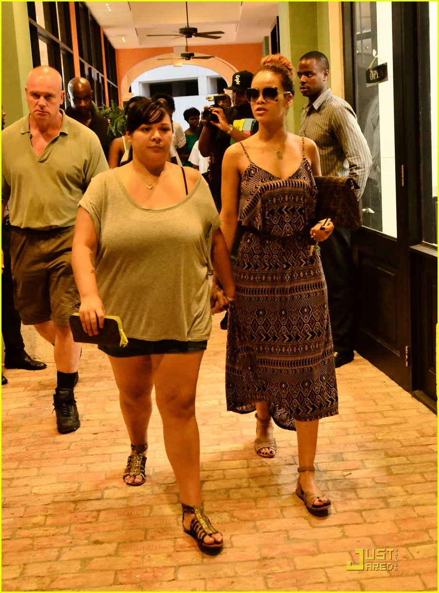 rihanna shops with family in barbados 052565343