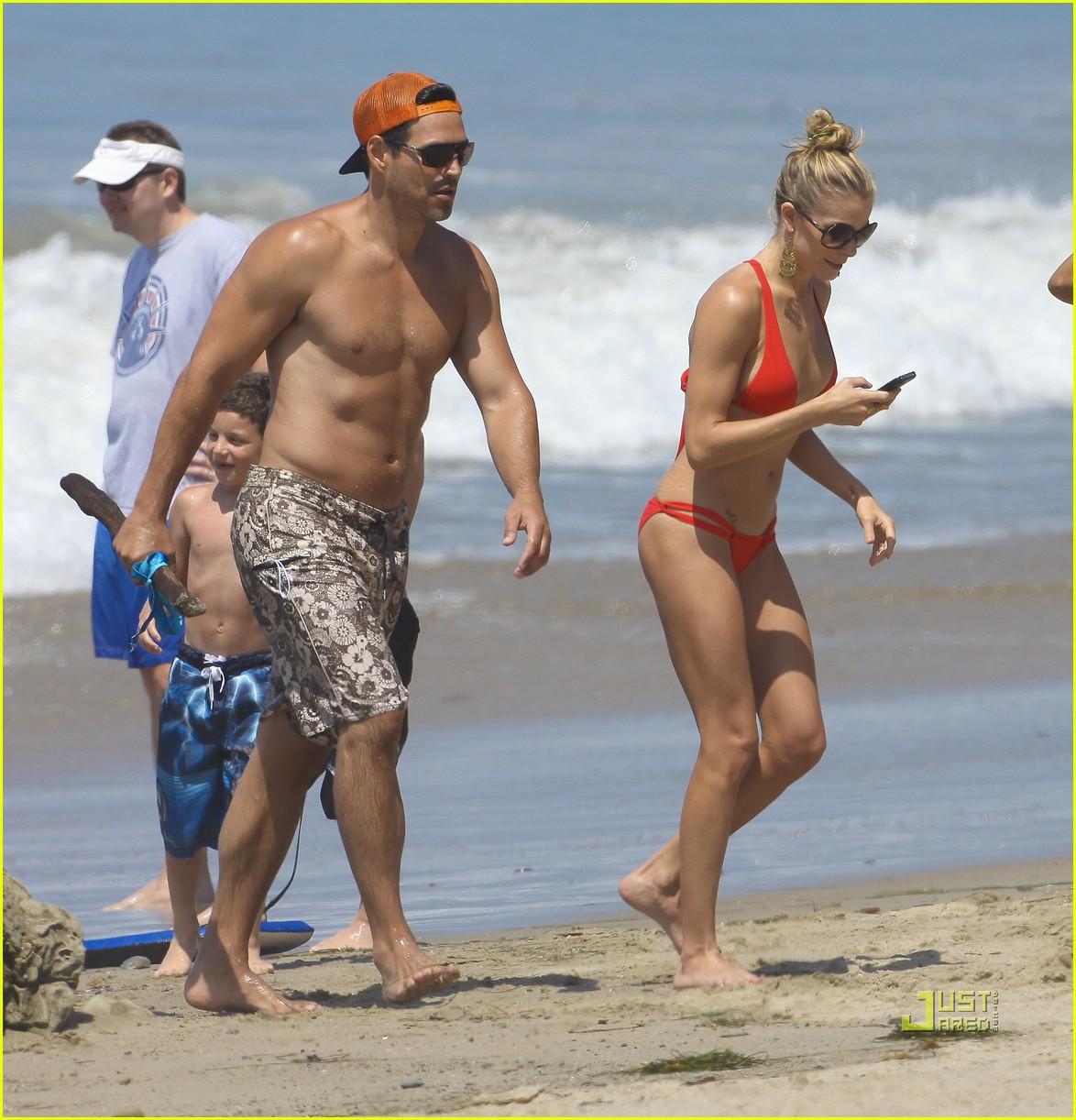 leann rimes bikini eddie cibrian shirtless malibu beach 082557871