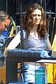 emmy rossum shameless set with william h macy 06