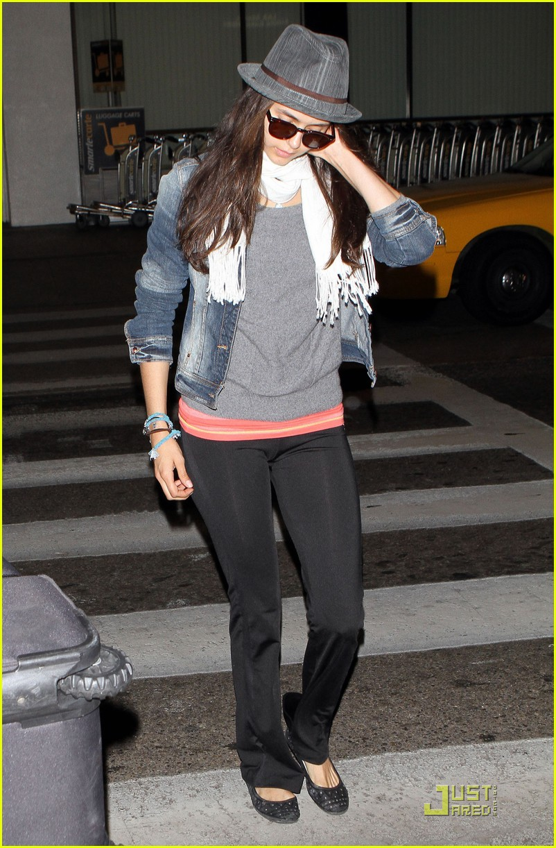 ian somerhalder lax landing with nina dobrev 06