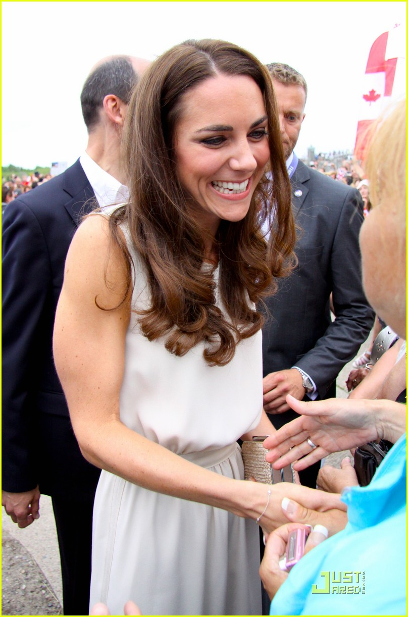 prince william kate prince edward island arrival 042557693