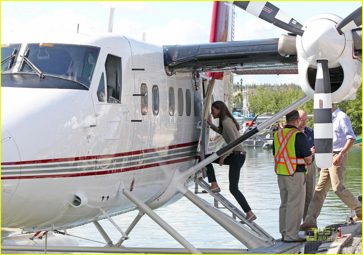 prince william kate middleton seaplane 03