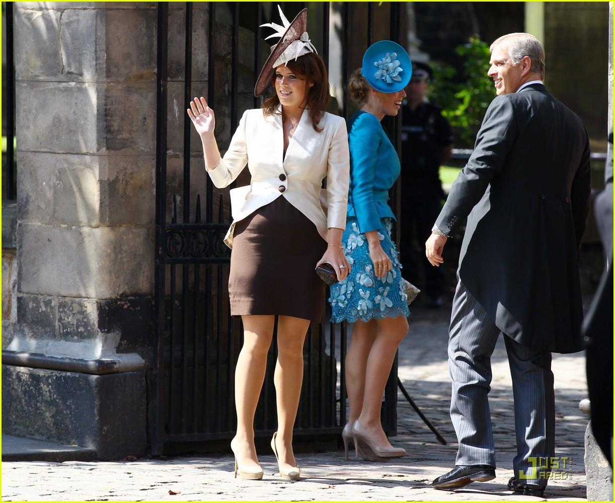 Prince William Kate Attend Zara Phillips Wedding Photo 2565018