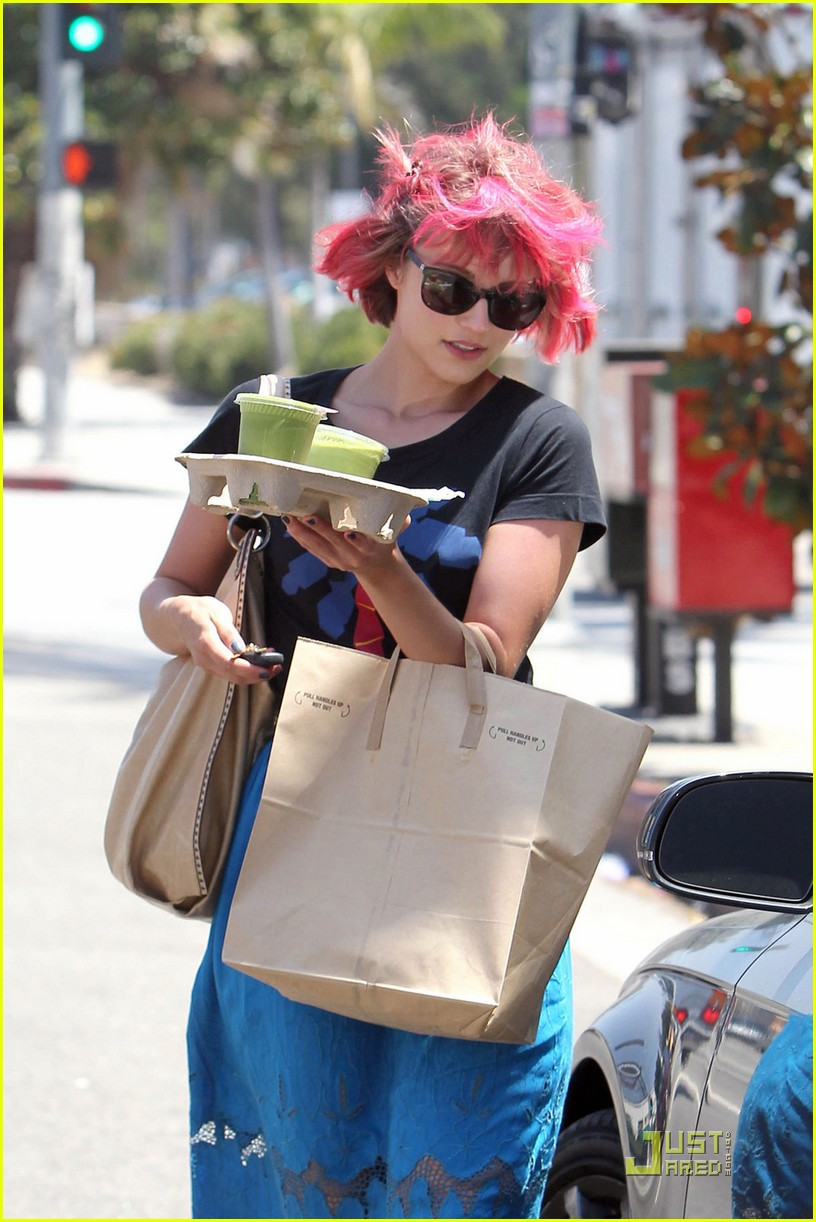 dianna agron back to pink hair 022571023