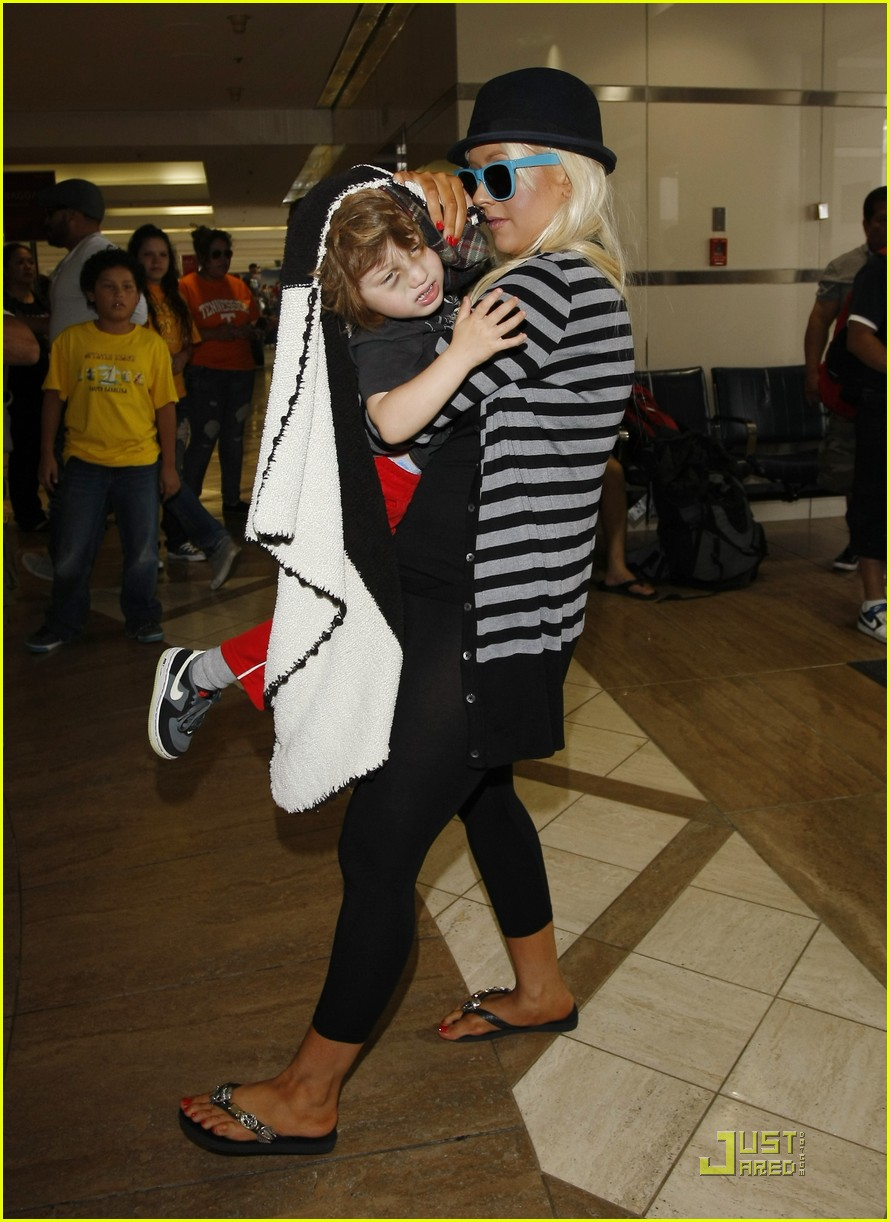 christina aguilera max leave lax 04