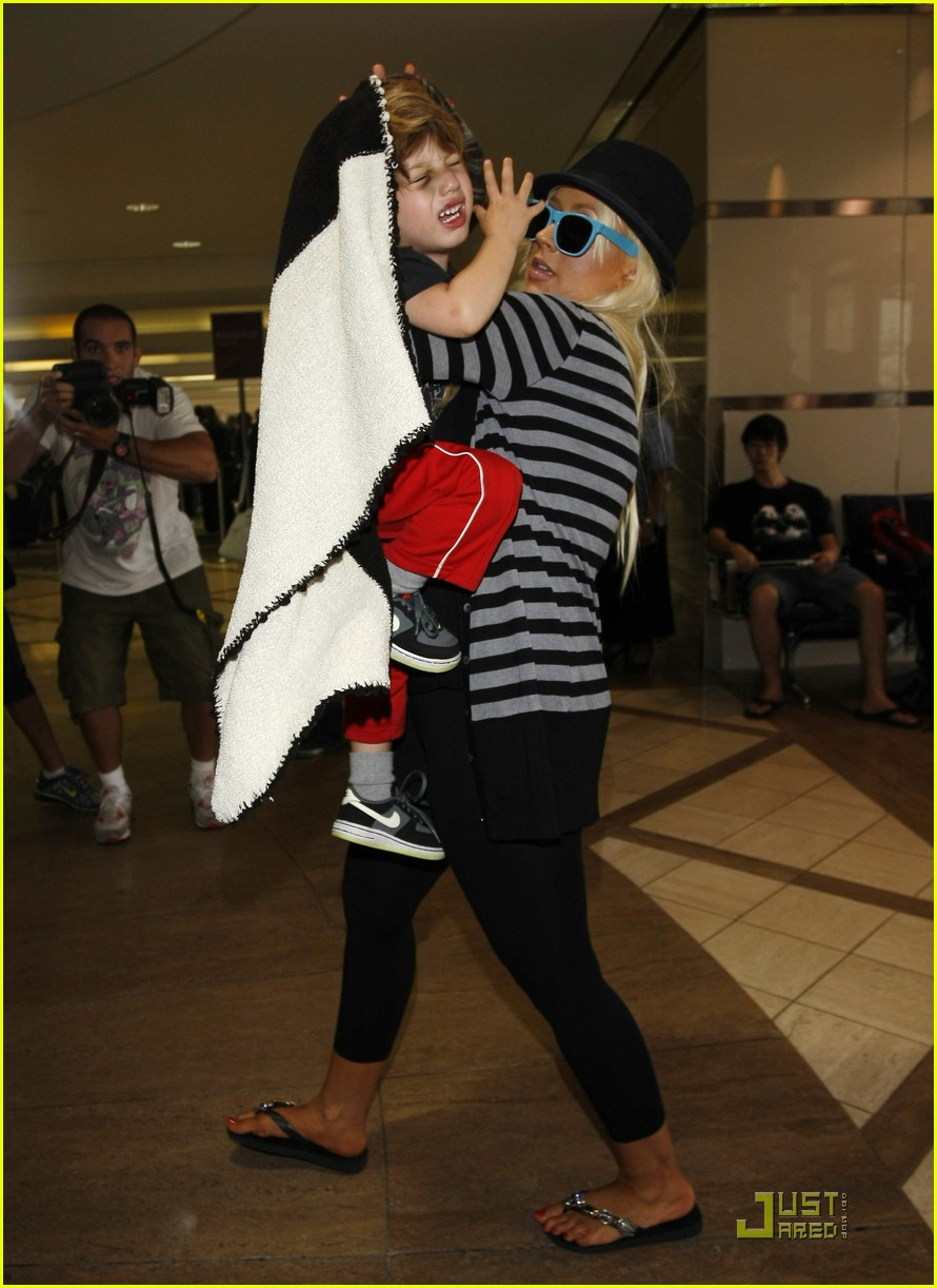 christina aguilera max leave lax 05