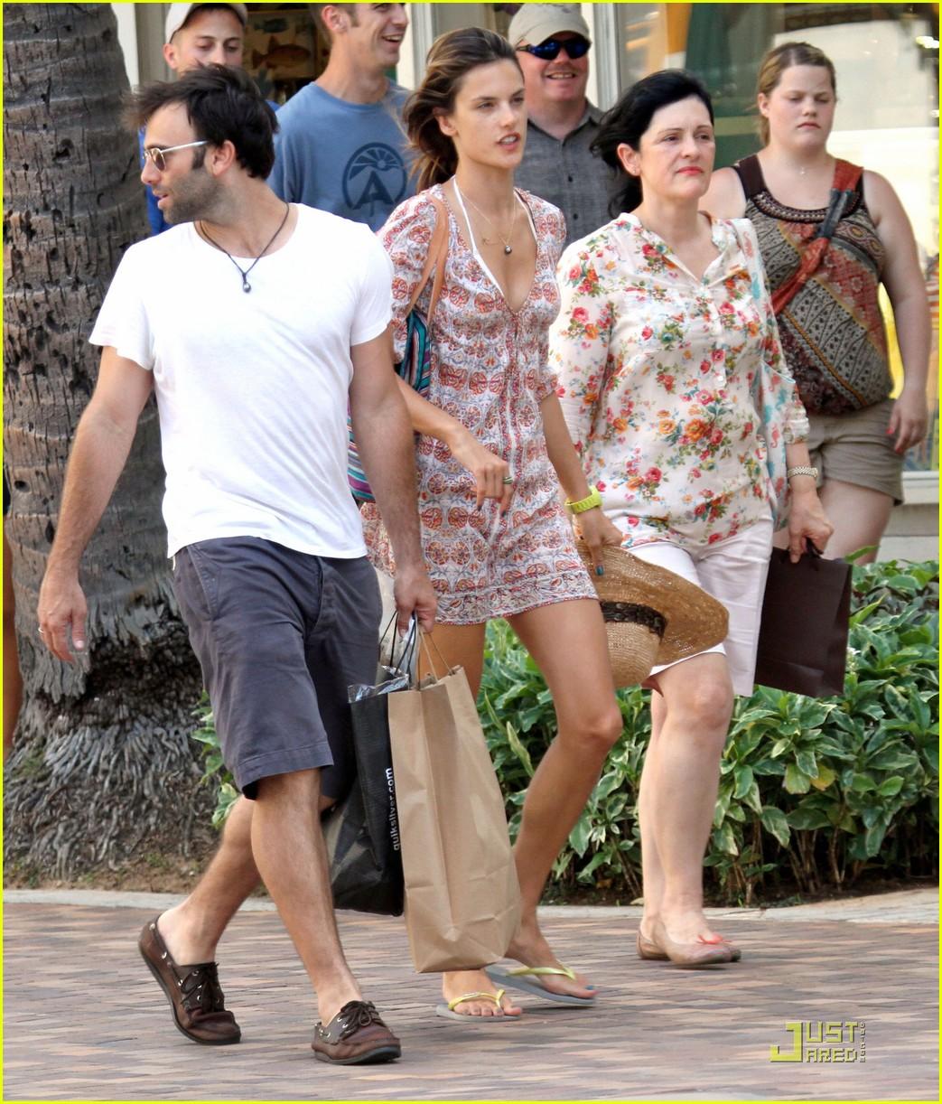 alessandra ambrosio hawaiian vacation with the family 082569528