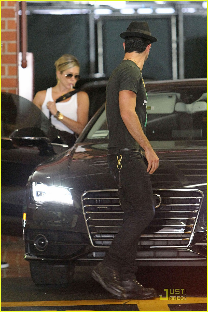 jennifer aniston doctors appointment with justin theroux 05