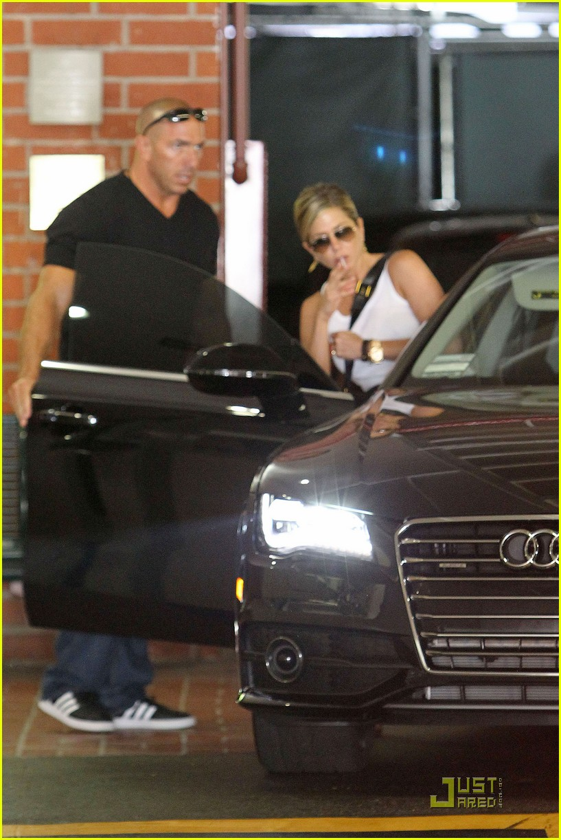 jennifer aniston doctors appointment with justin theroux 07