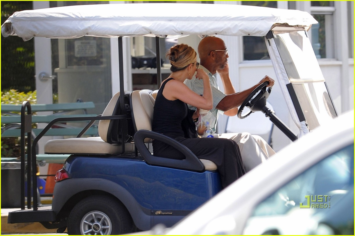 jennifer aniston golf cart 03