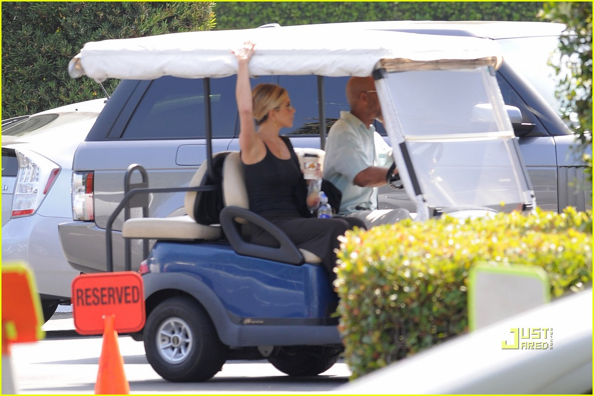 jennifer aniston golf cart 10