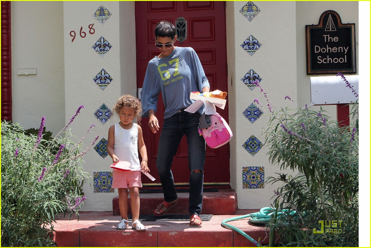halle berry has hearts for nahla 102569561