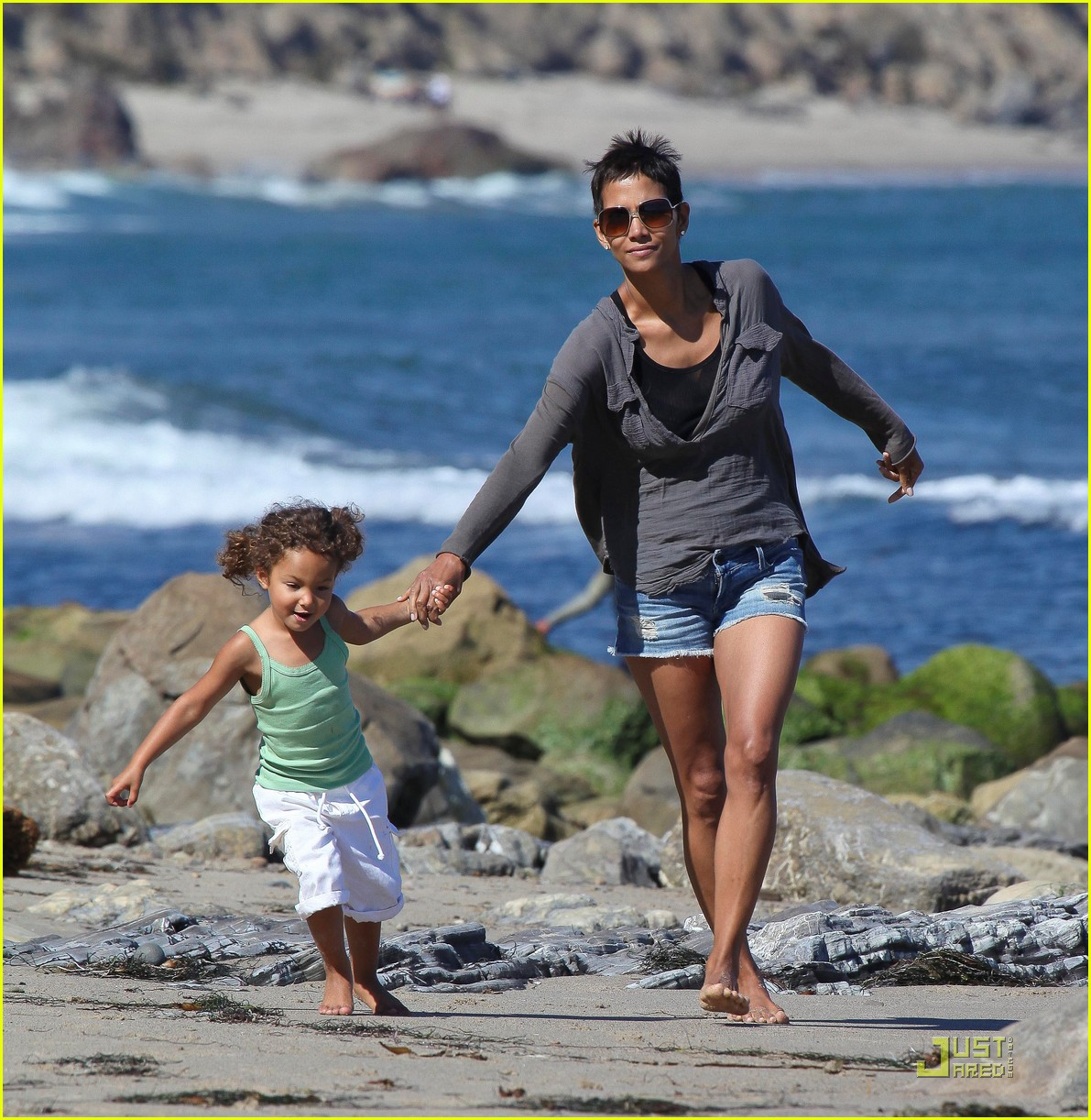 halle berry olivier martinez lunch with nahla 012565444