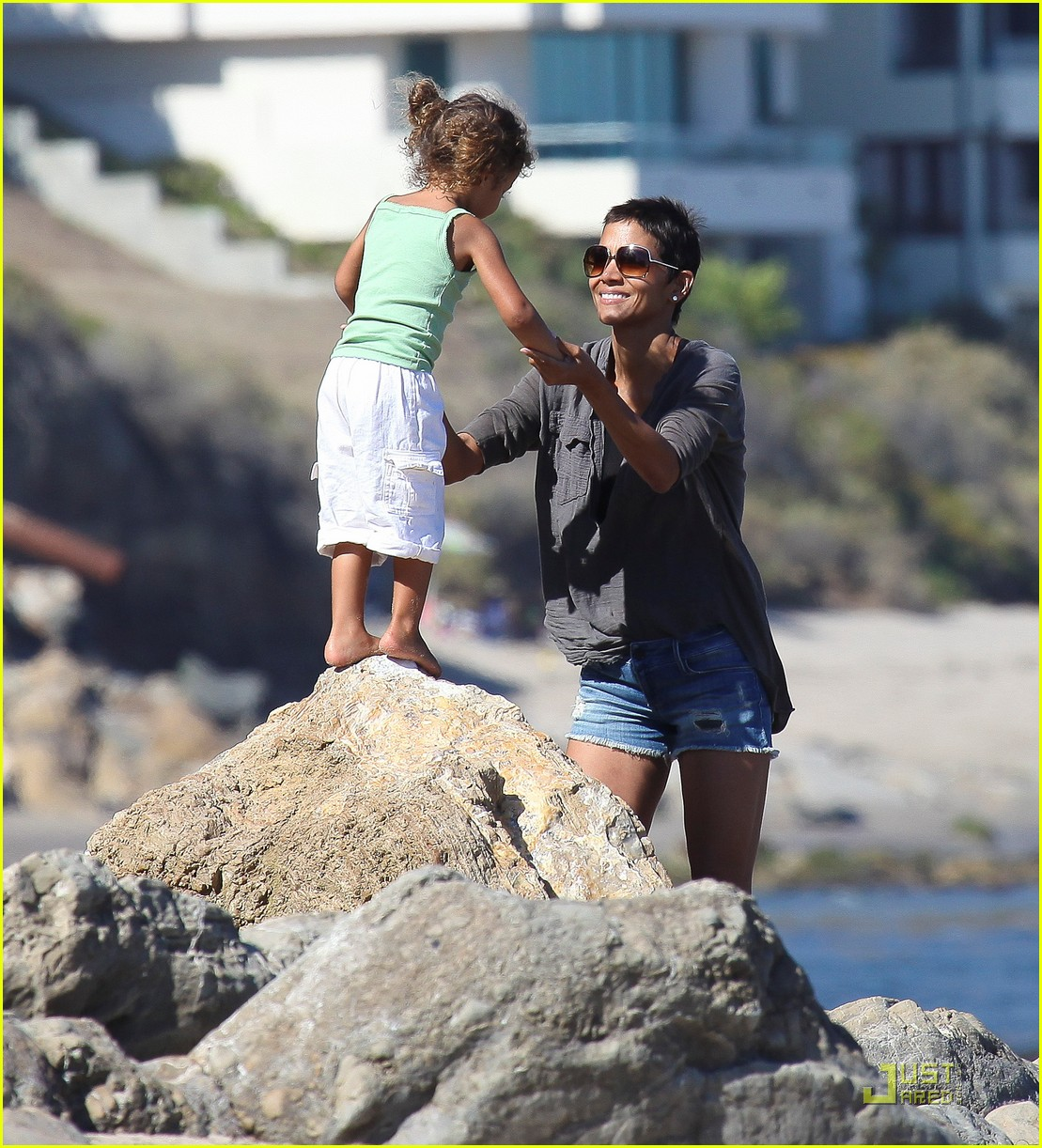 halle berry olivier martinez lunch with nahla 022565445