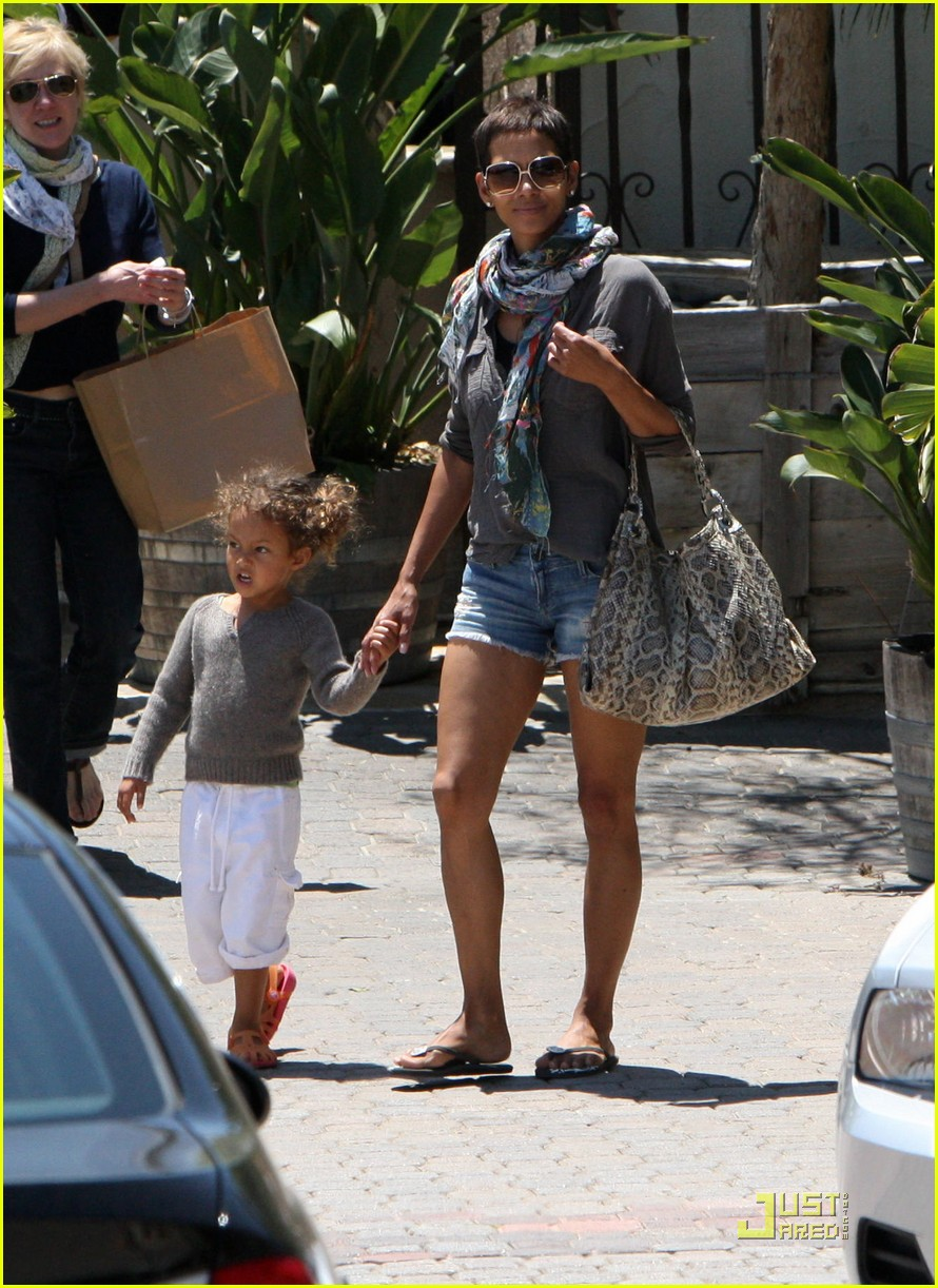 halle berry olivier martinez lunch with nahla 142565457