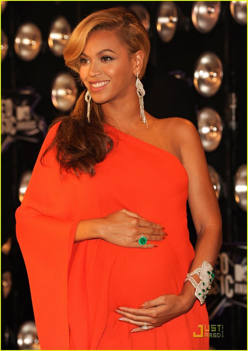 beyonce pregnant vmas carpet 052574387