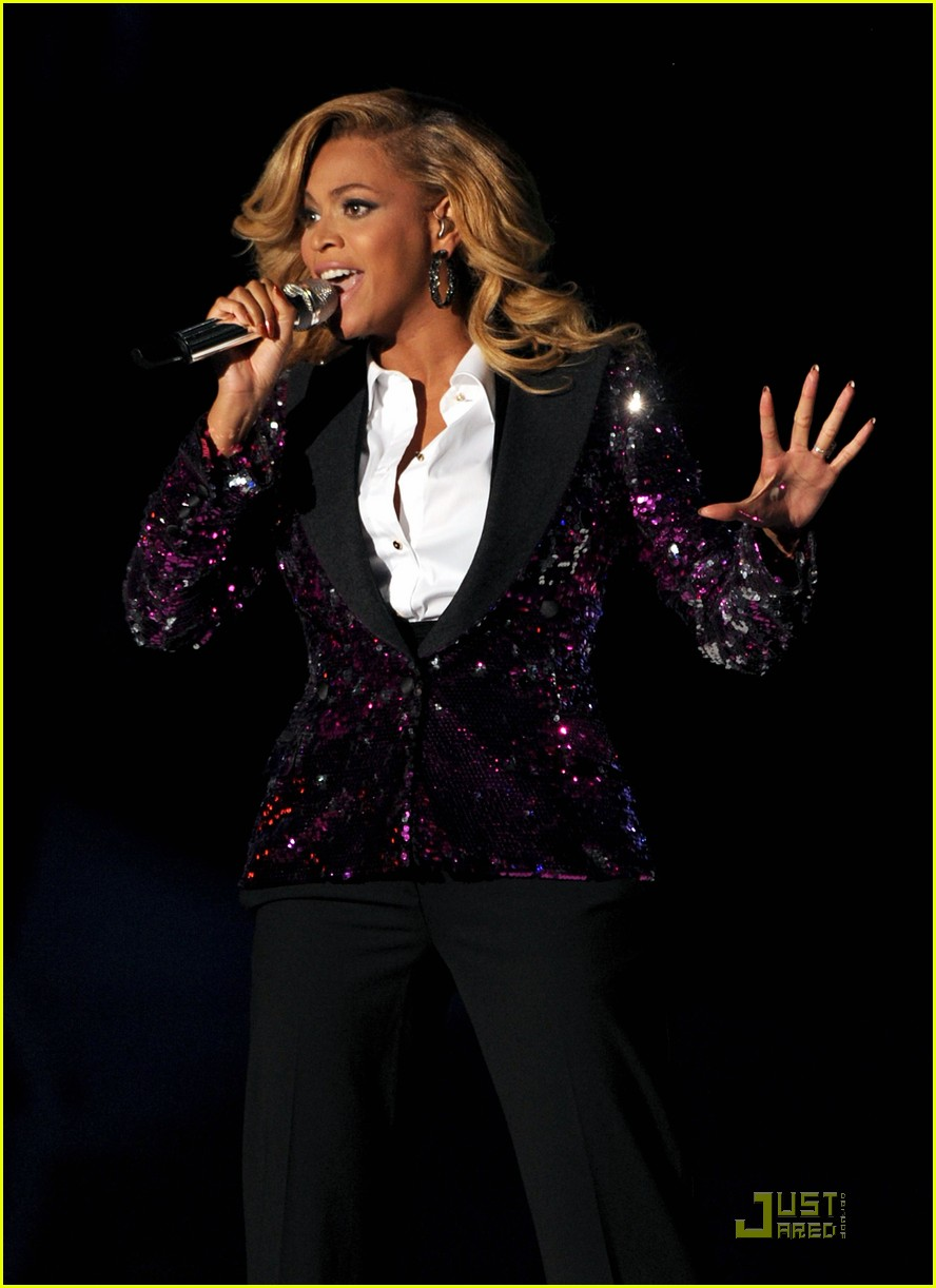 beyonce performs at vmas pregnant 042574457