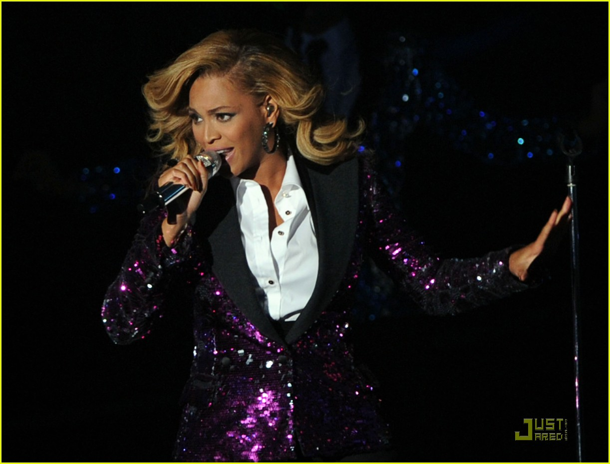 beyonce performs at vmas pregnant 05
