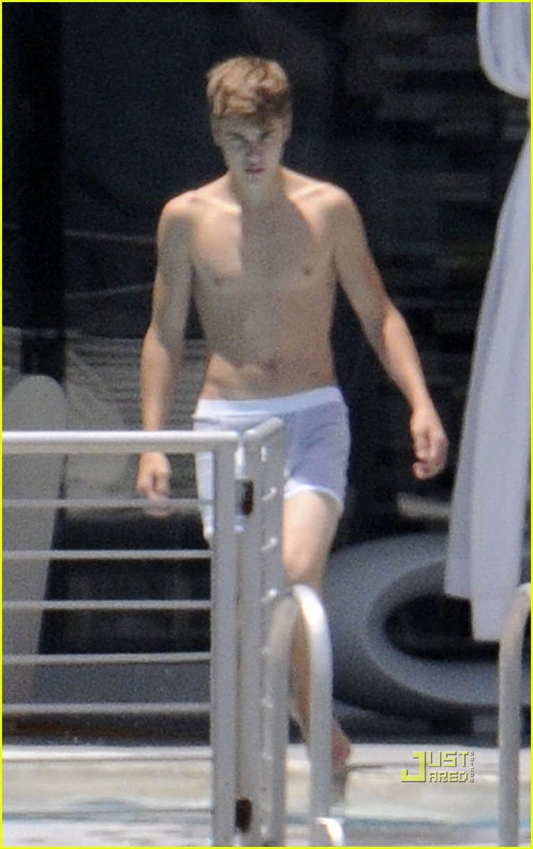 justin bieber shirtless 27