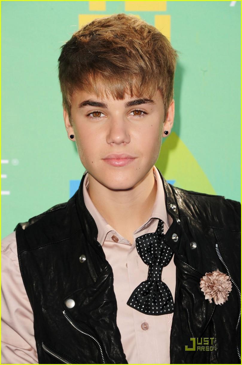 Justin Bieber Teen Choice Awards 2011 Red Carpet Photo 2567864 2011 Teen Choice Awards