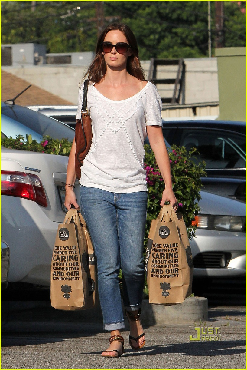emily blunt whole foods shopper 062570716