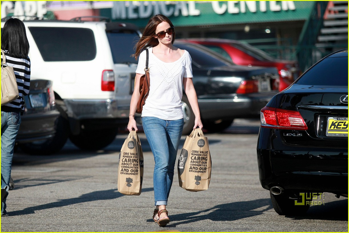 emily blunt whole foods shopper 072570717