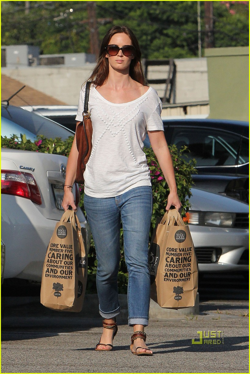 emily blunt whole foods shopper 112570721