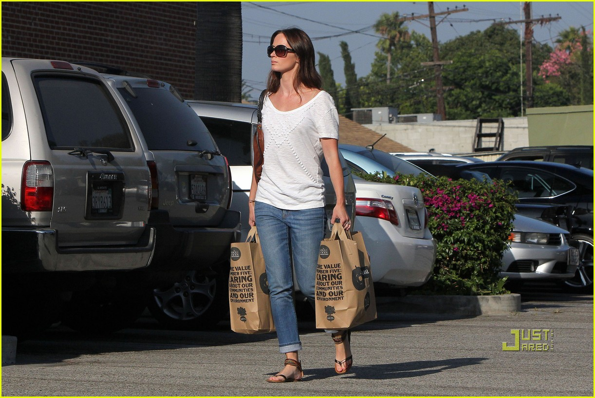 emily blunt whole foods shopper 122570722