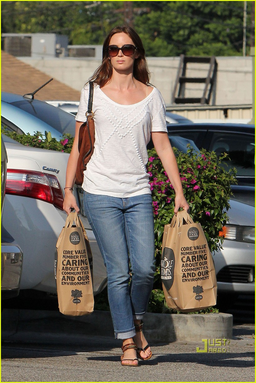 emily blunt whole foods shopper 172570727
