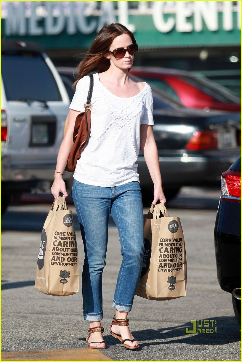 emily blunt whole foods shopper 192570729