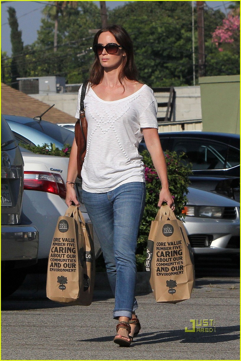 emily blunt whole foods shopper 202570730