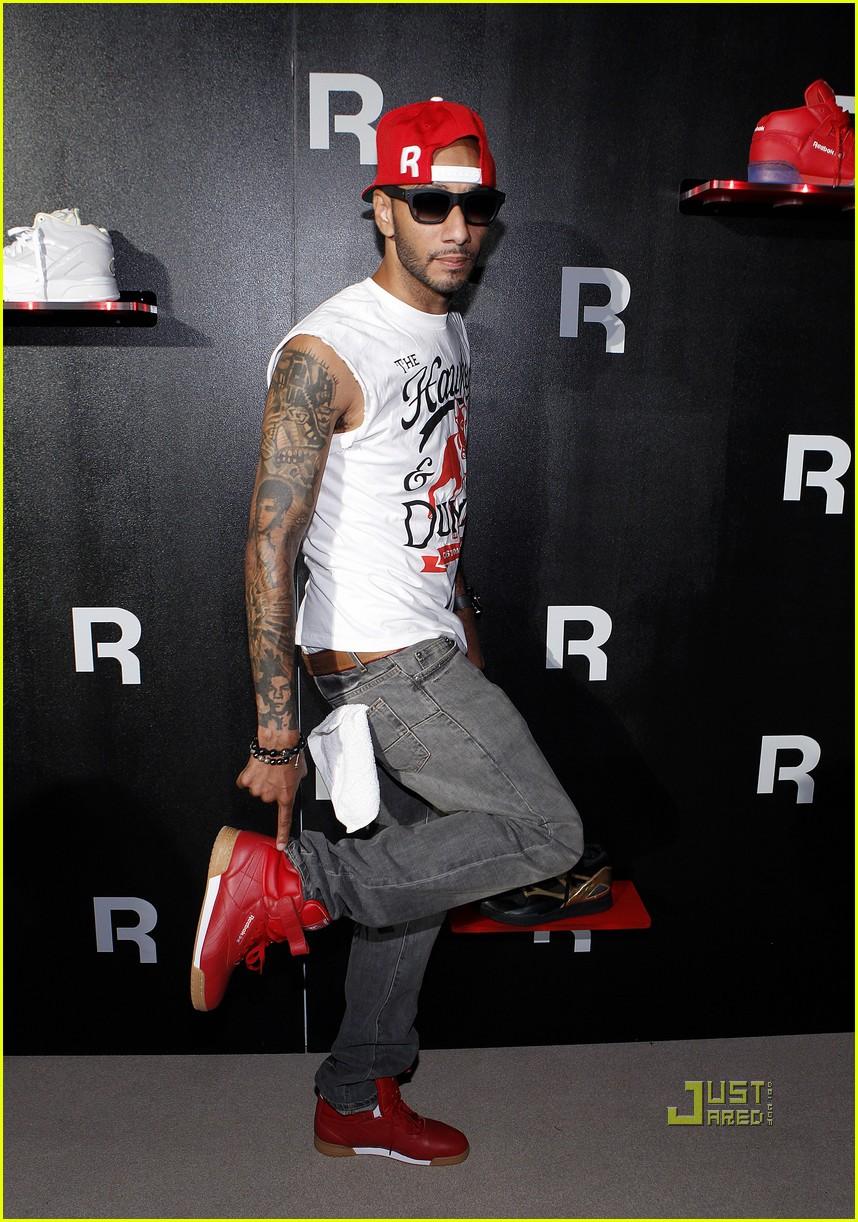 Chris Brown  Reebok Classics Party with Swizz Beatz!  Photo 2572644 ... 73d49c5fd
