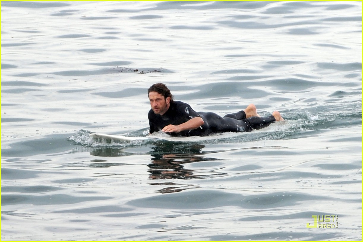 gerard butler surfing lessons shower 042573607