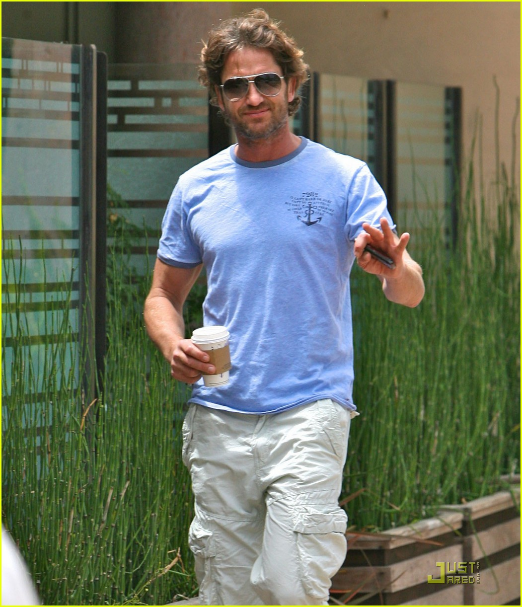 gerard butler surf coffee 022570152