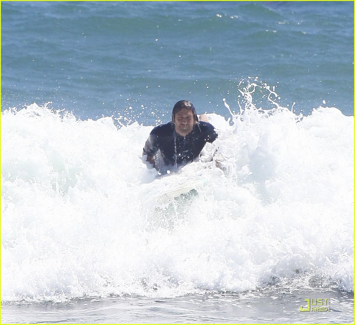 gerard butler surf coffee 322570182