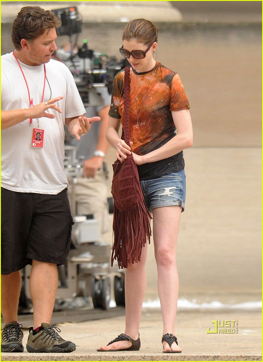 marion cotillard anne hathaway dark knight rises set 04