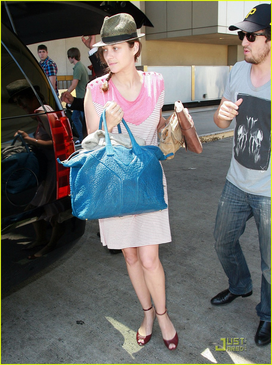 marion cotillard lax landing with guillame and marcel 032572171