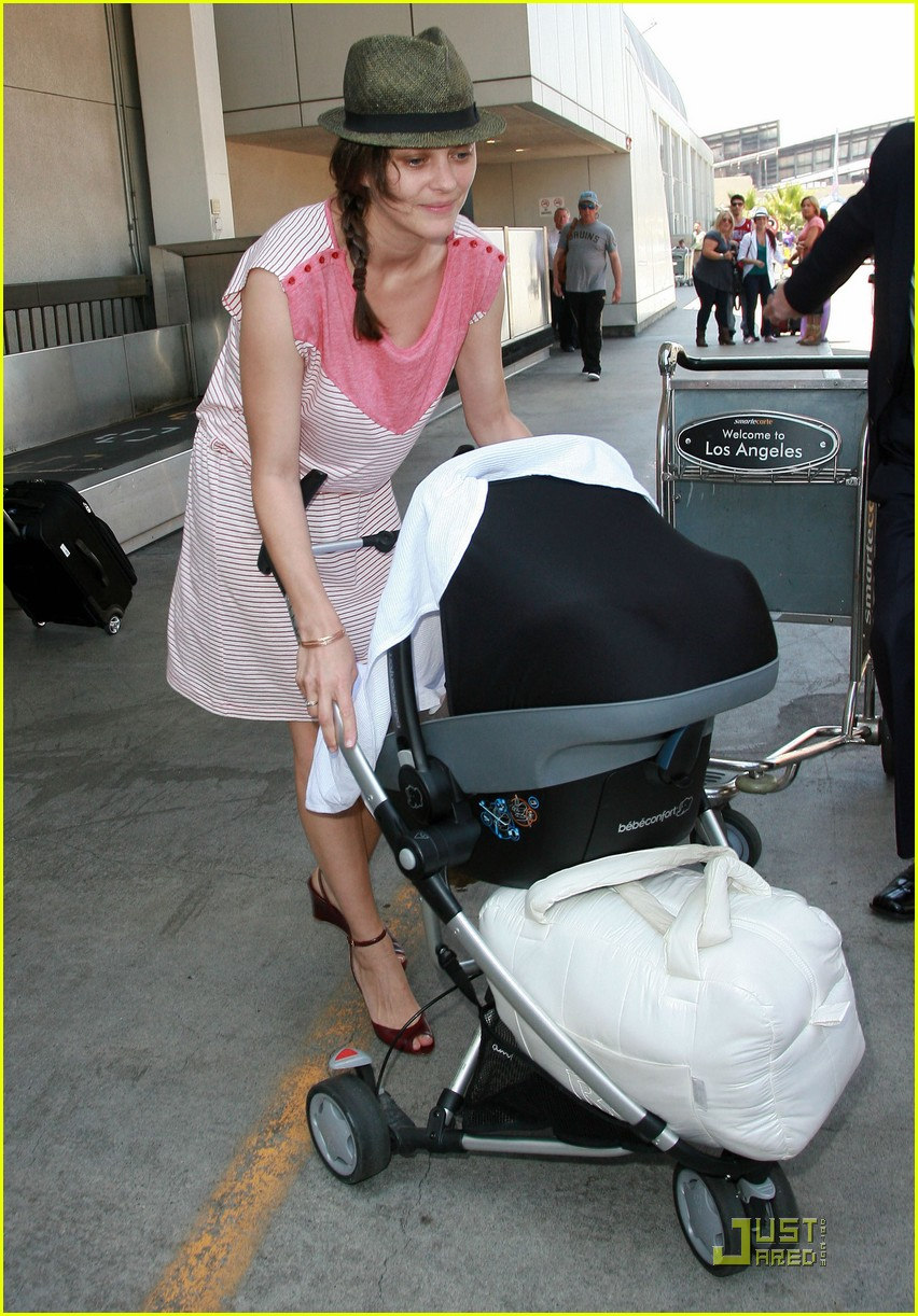 marion cotillard lax landing with guillame and marcel 052572173
