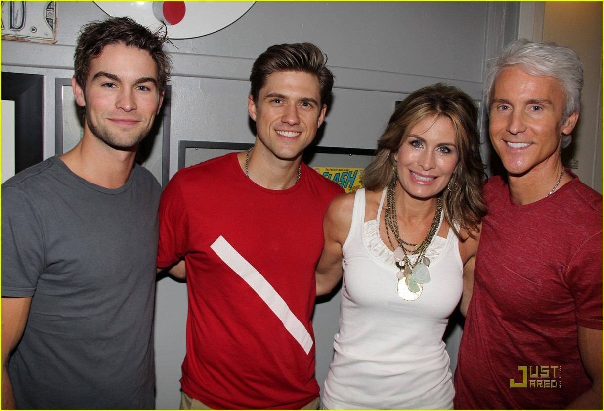 chace crawford aaron tveit catch us if you can 05