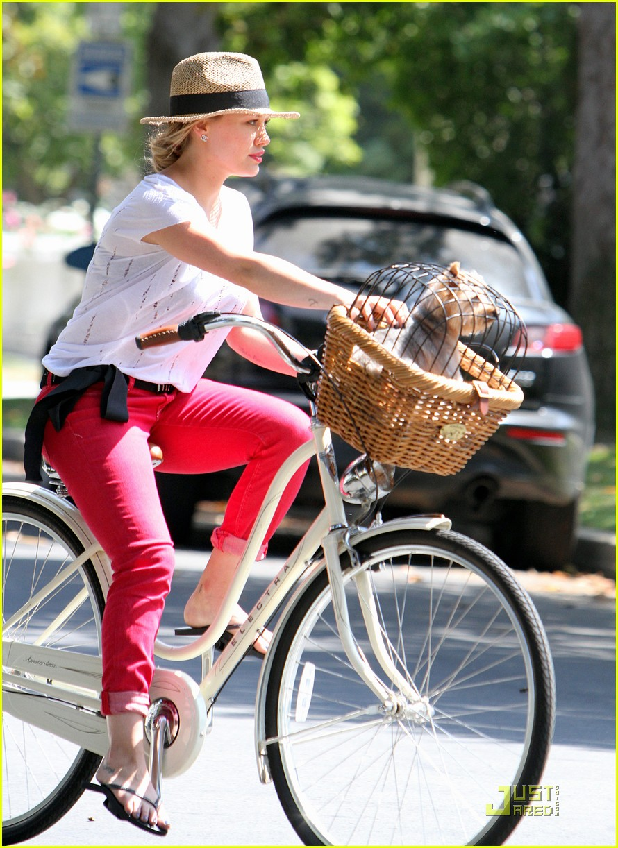hilary duff mike bikes 042569918