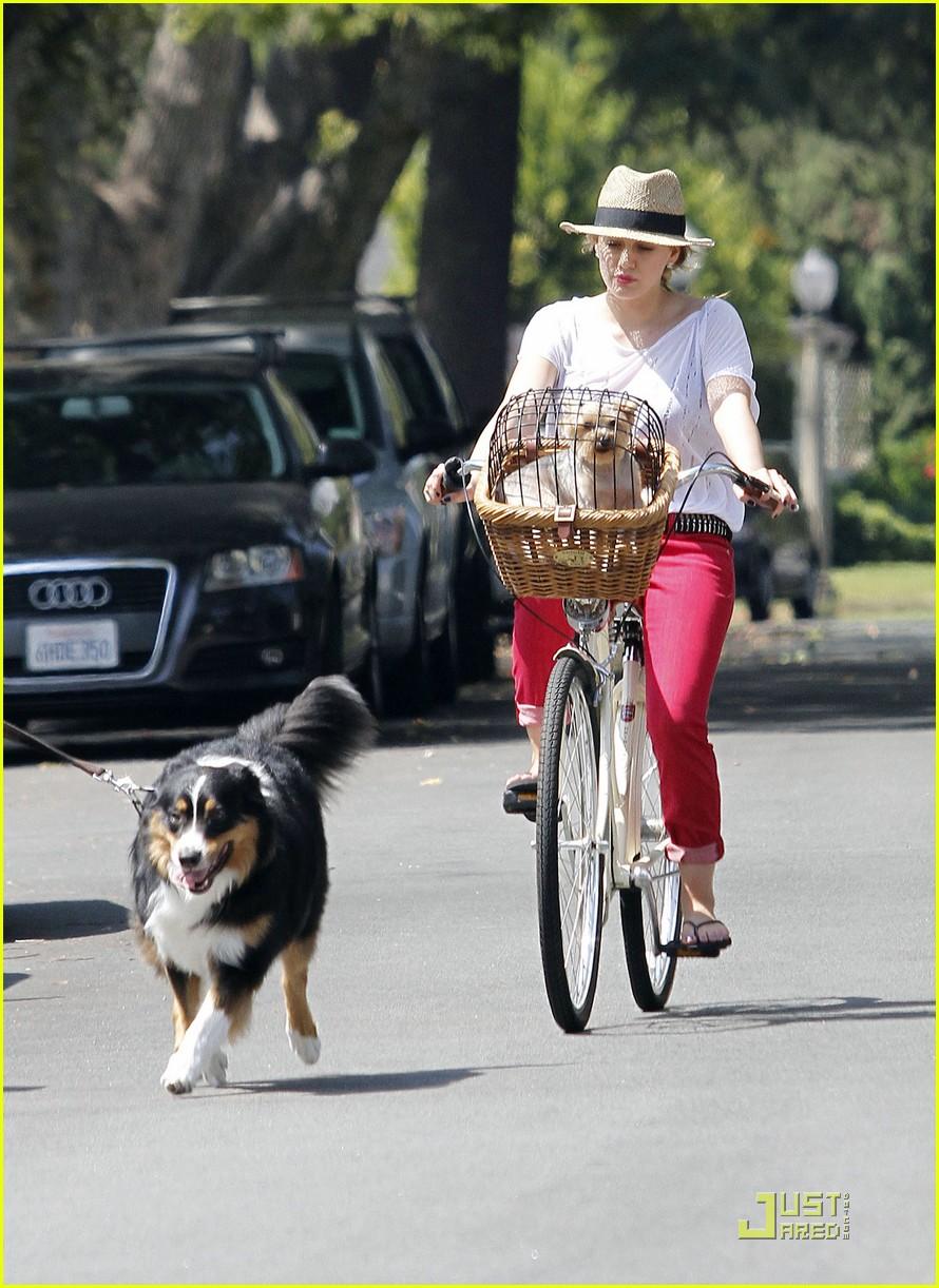 hilary duff mike bikes 112569925
