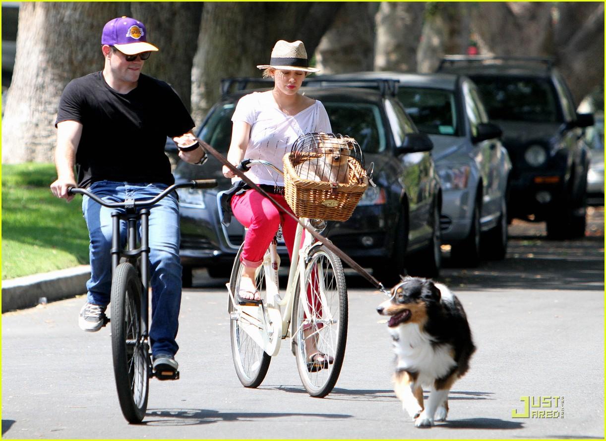 hilary duff mike bikes 202569934