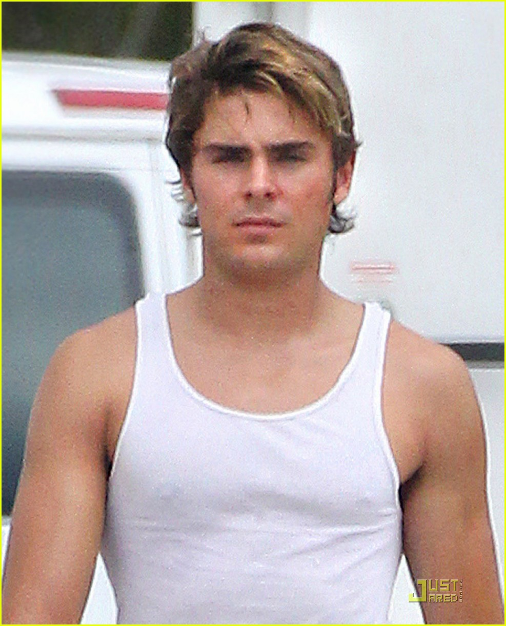 zac efron pumped up on paperboy set 032568940