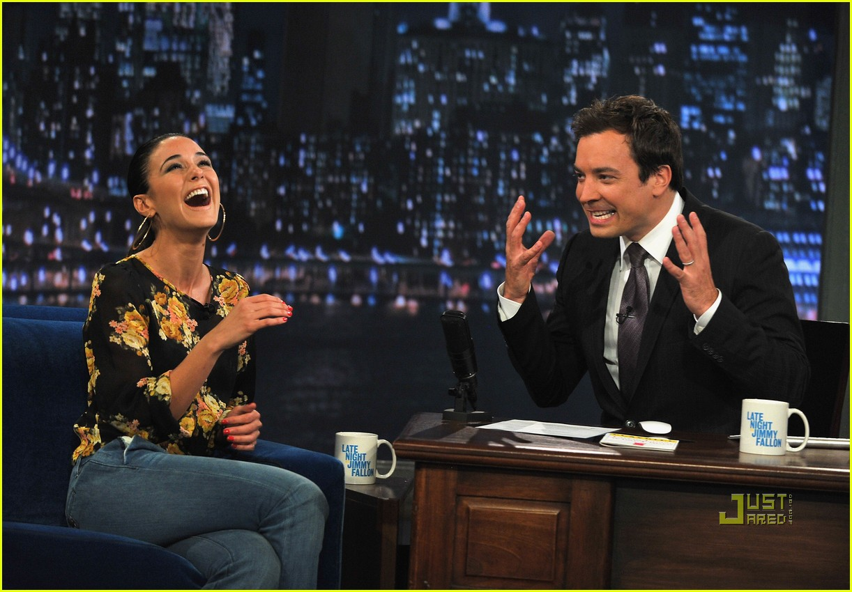 emmanuelle chriqui jimmy fallon 032574886