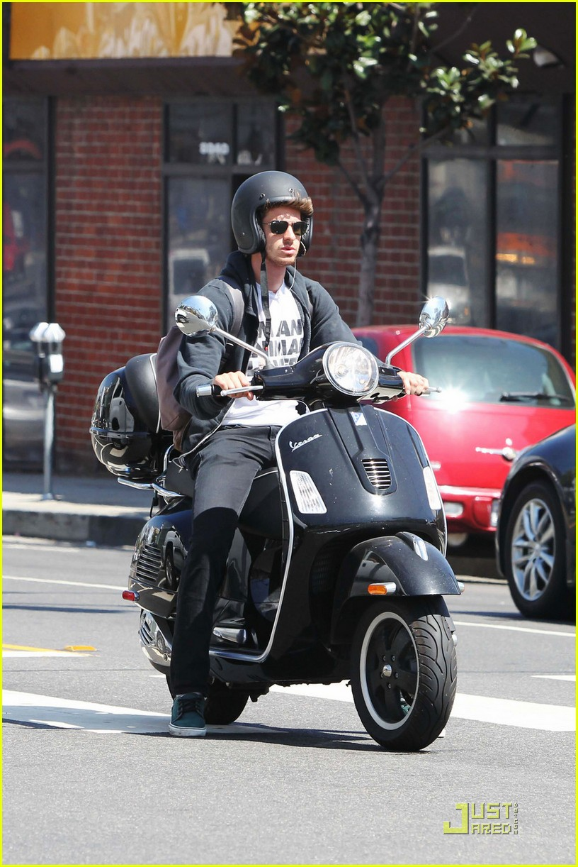 andrew garfield scooter 052570822